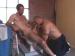 Mature Bear And Big Toned Guy Exchange Blowjobs 1